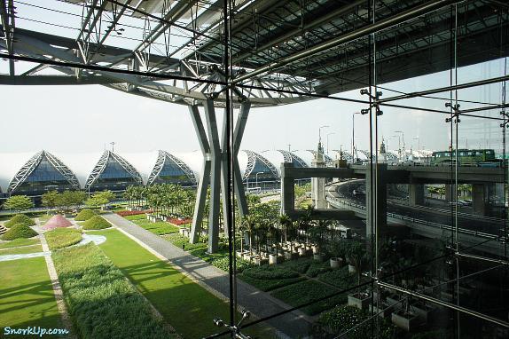 Аэропорт Suvarnabhumi - конструкции и пейзаж