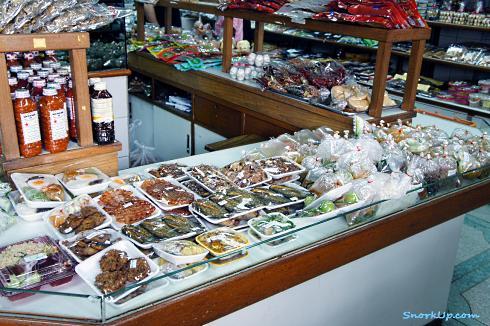 """Магазинчик на Tanee rd.: местные продукты от приправ и соусов до готовых блюд и наборов для супа """"просто свари"""" :)"""