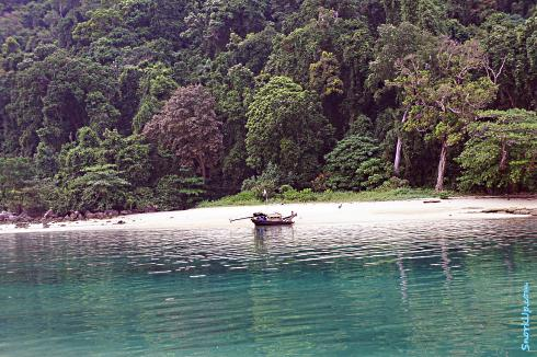 Вид на Ко Сурин Тай (с пляжа рядом с палаточным городком)